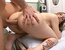 Une infirmière chaudasse se fait saccager la boite à truffes