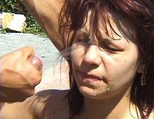 Partouze au bord de la piscine